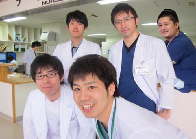 前列(左)高橋先生、(右)安藤先生、後列(左)網谷先生、(中央)渋谷先生、(右)佐藤先生)