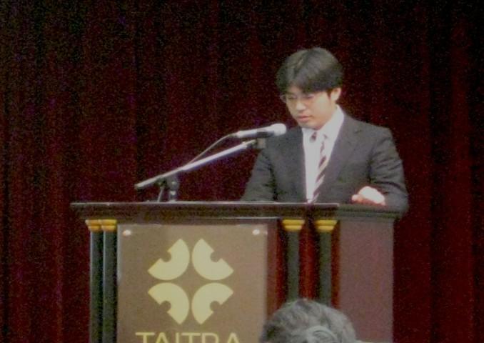 棗田先生の発表の様子。
