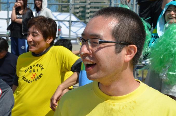 満腹競争後もこの顔で応援してくれました、佐野先生!