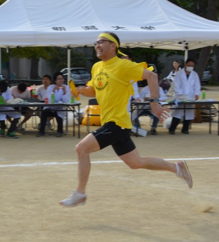 素晴らしいランニングフォームの須田先生。まだまだ、現役です。