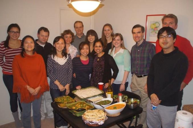 ラボのパーティーより。Eberhart教授は最後列中央の背が高い先生。