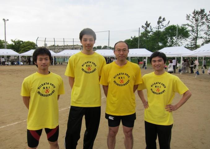 青年リレーは久々の2位入賞。左から山田、三橋、須田、阿部。須田先生は壮年で満ち足りず青年に出場しての2人抜き!