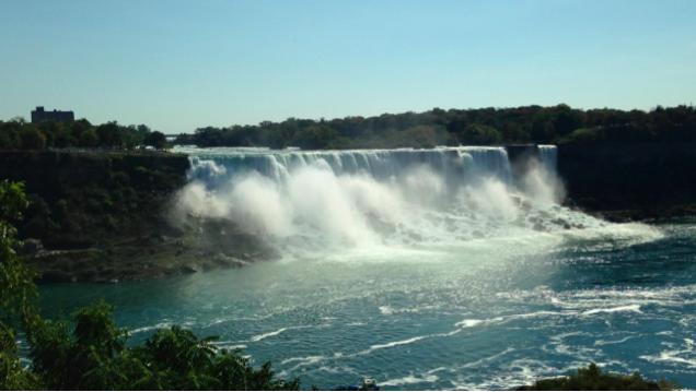 カナダ側から見たナイアガラの滝(アメリカ滝)