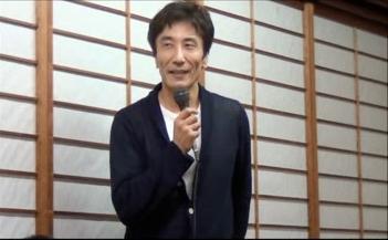 景品が当たり喜ぶ、統括医長の斉藤先生