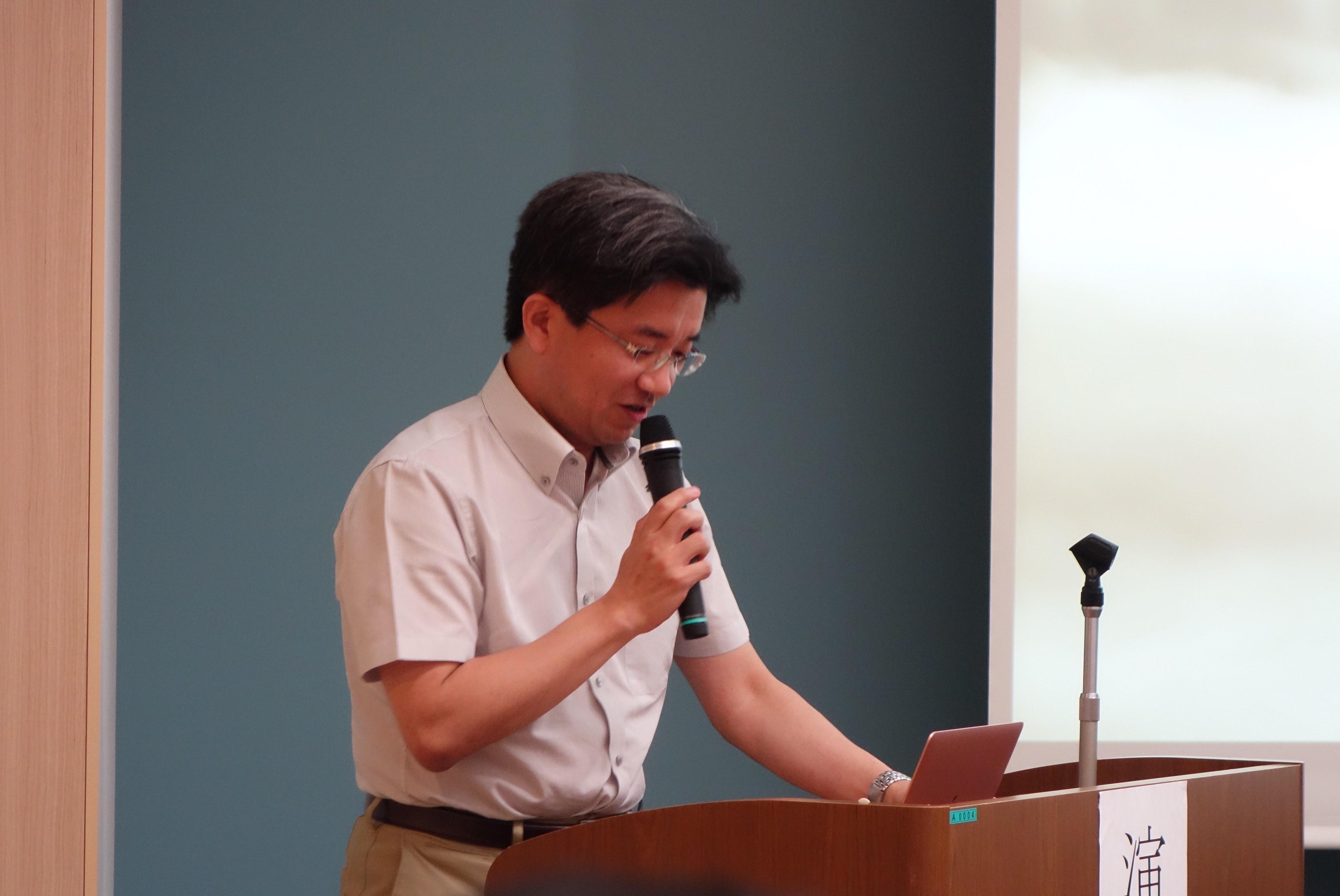 特別企画の講演を行う長谷川仁先生