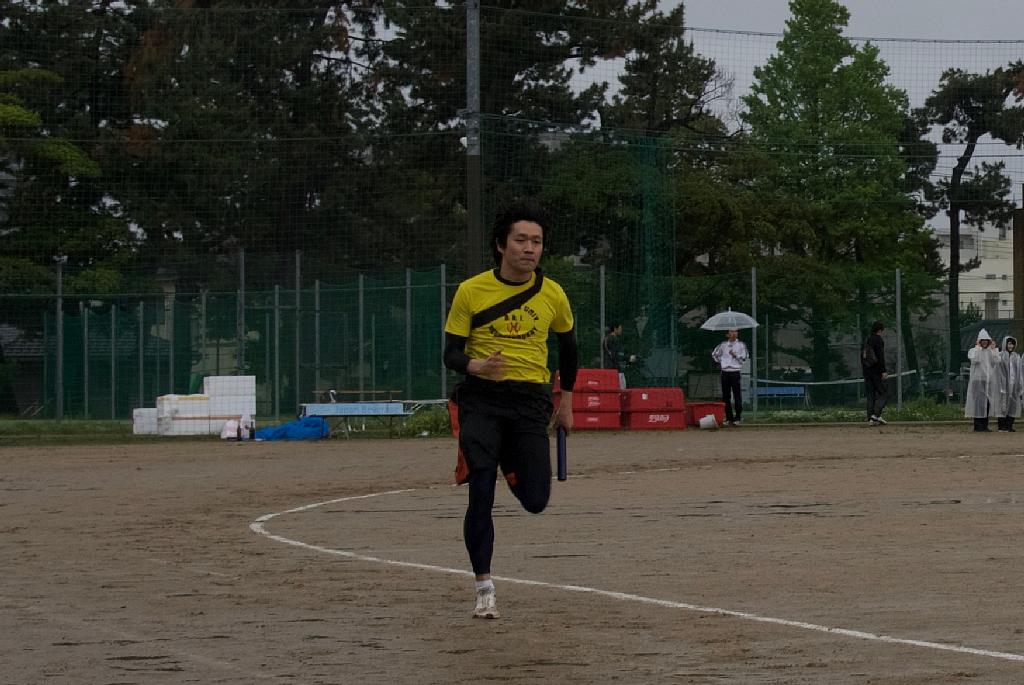 激走する佐藤先生。富山県立中央病院から駆けつけてくれました。リレーに賭ける熱い男。走るフォームの美しさが桁違いでした。